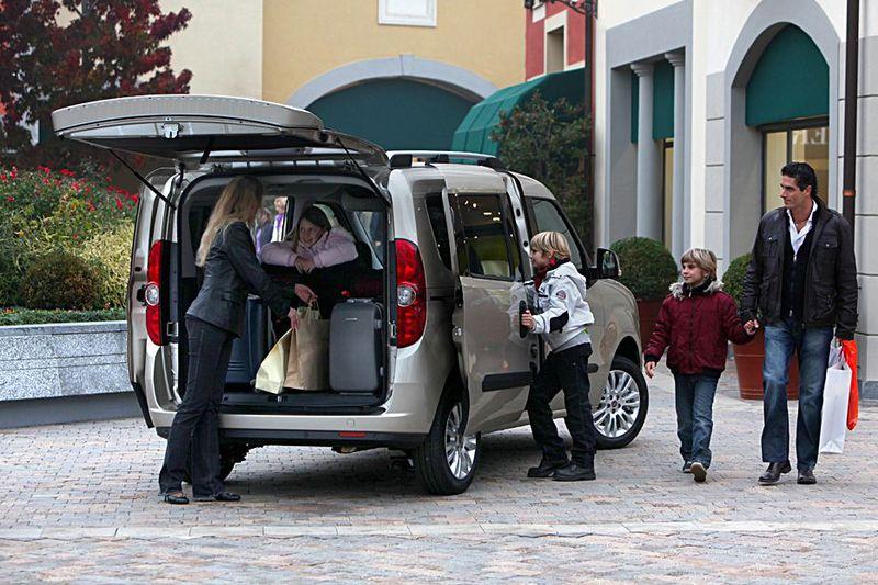 Fiat Doblo von hinten