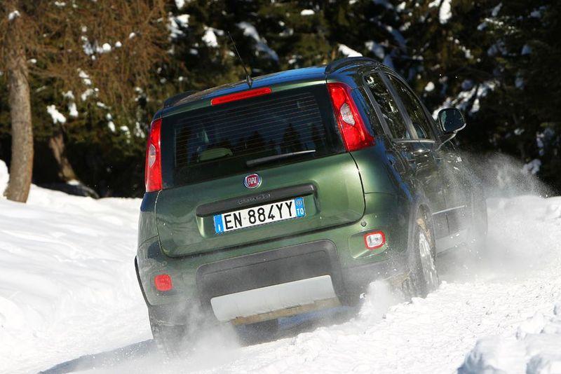 Fiat Panda 4x4 Allrad von hinten